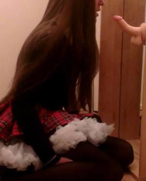 Ich bin ein devotes sissy-Girl auf der suche nach einem/eine Erzieher(in)